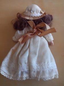 Tył lalki 4